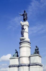 El Monumento a Colón,  cuando aun estaba en pie en el otrora Paseo Colón de Caracas